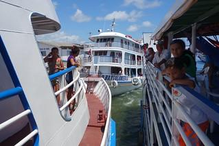 Encontro de barcos em Santarém, Brasil