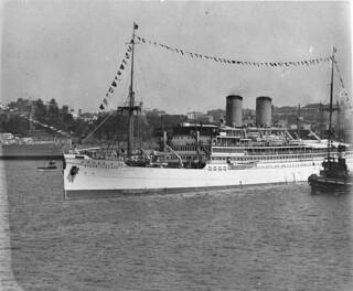 "Dutch liner ""Nieuw Zeeland"" passing the moored HMAS ""Canberra"", Sydney Harbour Bridge opening, 19 March 1932 / Sam Hood"