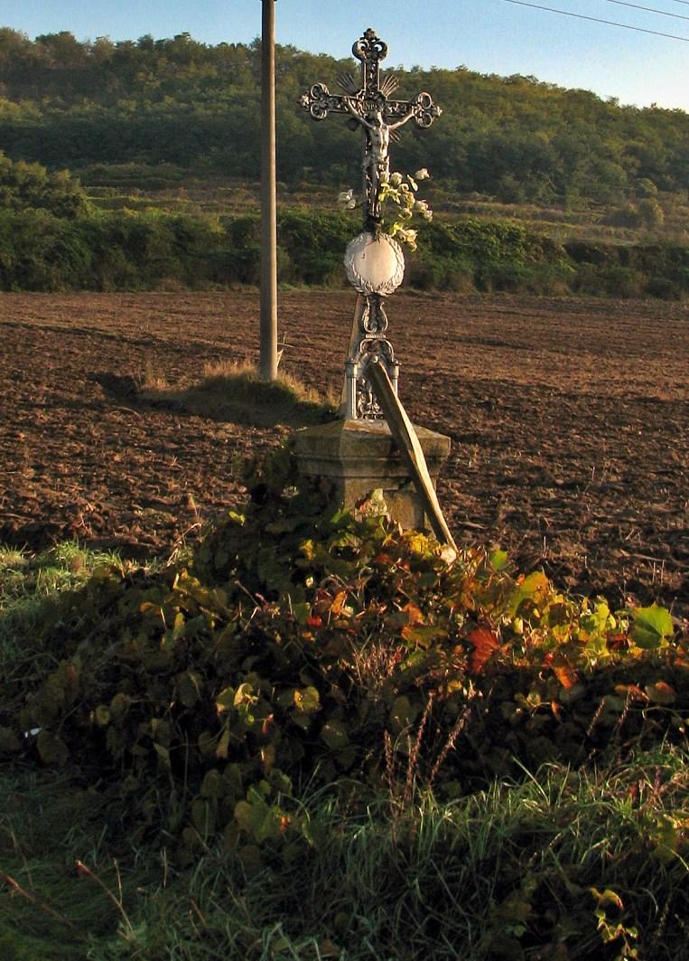 Kríž pri ceste do Seleštian