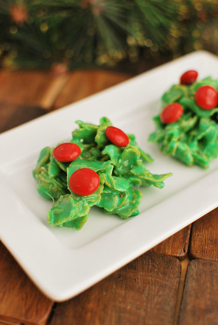Holly Crackles are Santa's favorite cookie! Only 5 ingredients and no bake! They are cute AND delicious.
