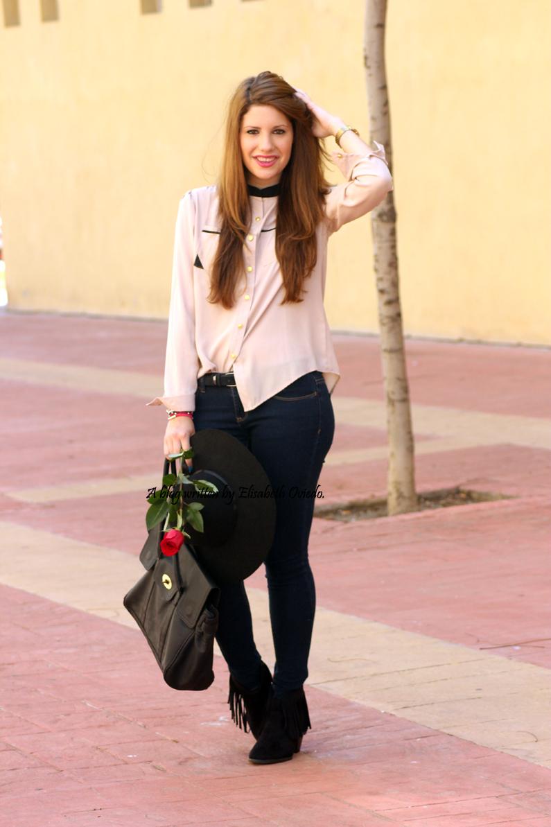 Blusa-camel-pantalones-vaqueros-botines-MARYPAZ-pamela-negra-HEELSANDROSES-(5)