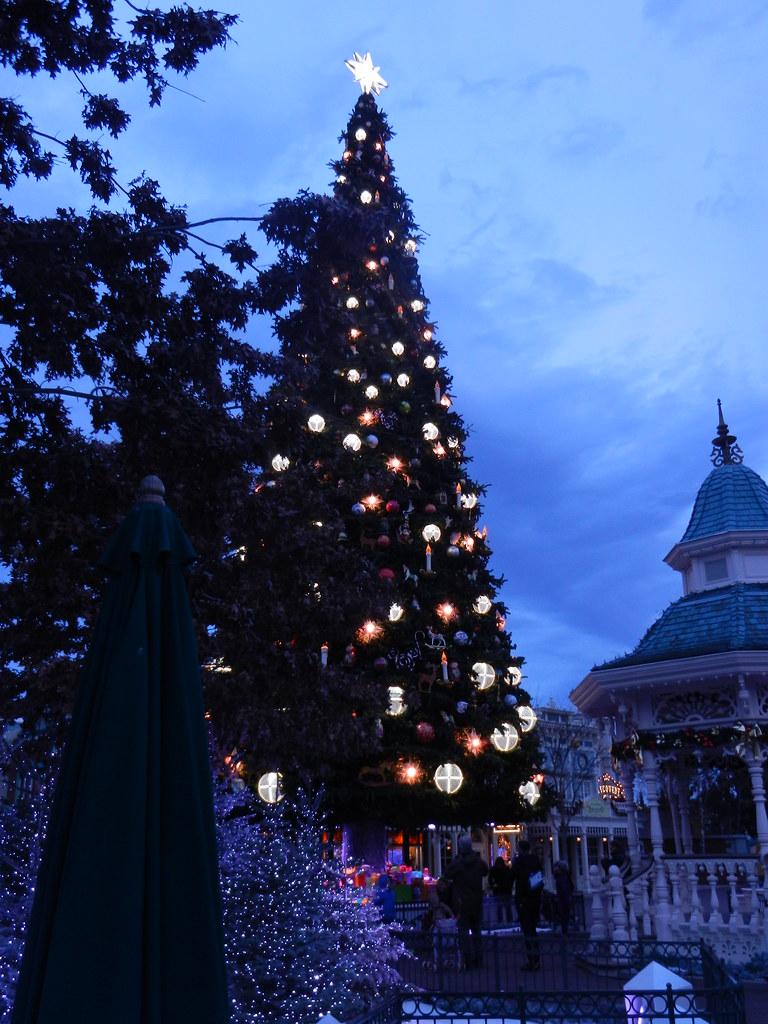 Un séjour pour la Noël à Disneyland et au Royaume d'Arendelle.... - Page 2 13643297085_af2ac31185_b