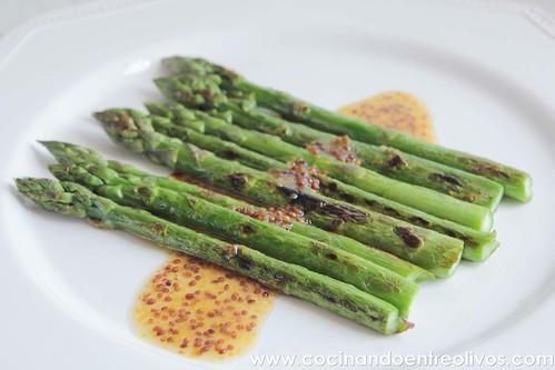 Espárragos verdes con vinagreta de mostaza www.cocinandoentreolivos (14)