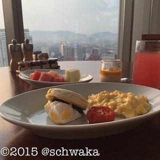 Frühstück mit Aussicht. Und Wassermelonensaft!