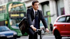 踩着单车去开会