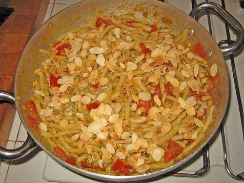 Strozzapreticon sugo di trota, pomodorini e mandorle by fugzu