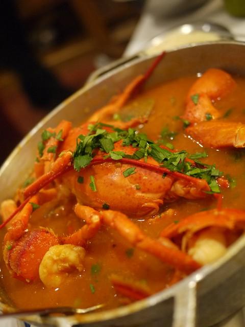 日, 2013-09-22 20:21 - Lobster, clams, mussels, shrimp and scallops served in a tasty tomato sauce with a touch of cognac, accompanied by rice also available in green sauce