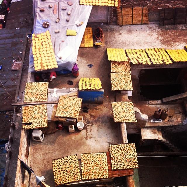 Rooftop papadam operation #india #olddelhi #spicemarket #birdseyeview