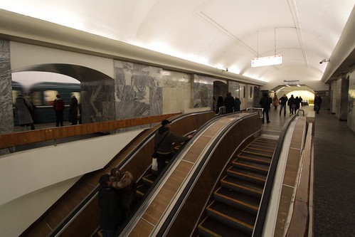 Escalators lead down to the interchange passageway