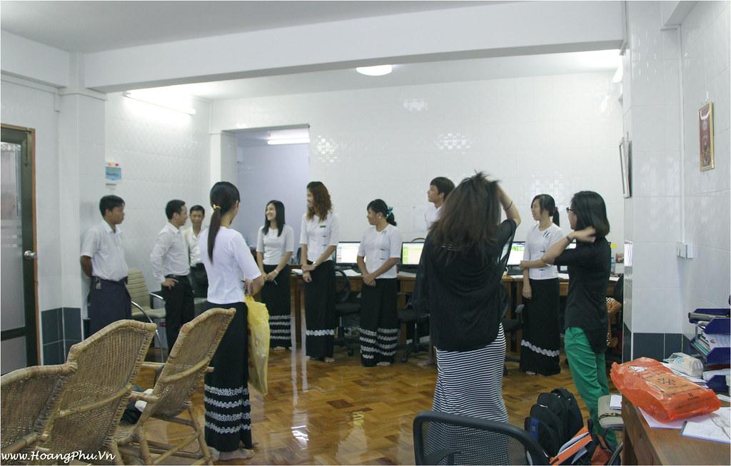 Hoang Phu talking with Myanmar Travel Team