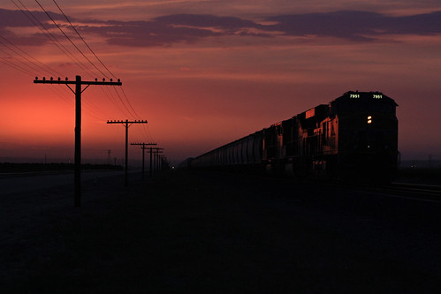 california sunset americana bnsf mojavedesert dash9 burlingtonnorthernsantaferailroad americantrains usrailroads