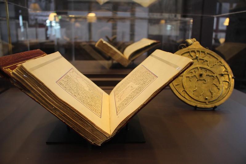 Attafhim fi Awaili Attanjim (Livre d'astronomie) de Mohammad ben Ahmed Al-Birouni, mort en 440 H/1048 - Splendeurs de l'écriture au Maroc, Manuscrits rares et inédits à l'Institut du monde arabe