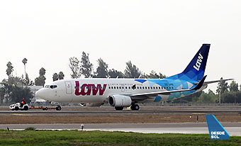 LAW B737-300 CC-ARQ (RD)