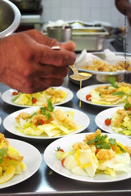 Insalata con banane mele e calamari croccanti - Ocean Restaurant
