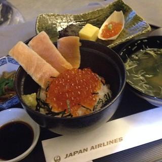 朝ご飯 鮭味噌焼き いくら 舟盛り 玉子焼き 金平牛蒡 味噌汁 香の物 北海道産 鮭いくら丼