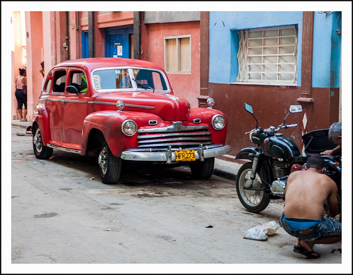 red car in havanna by hans van egdom