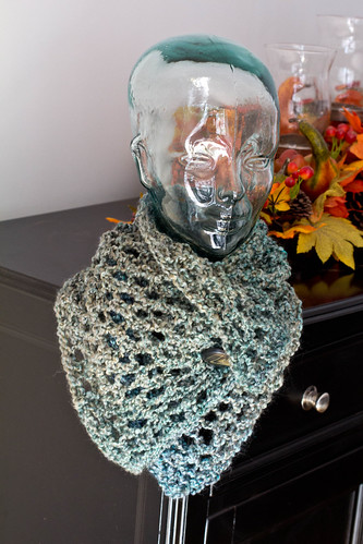 Lacy button cowl