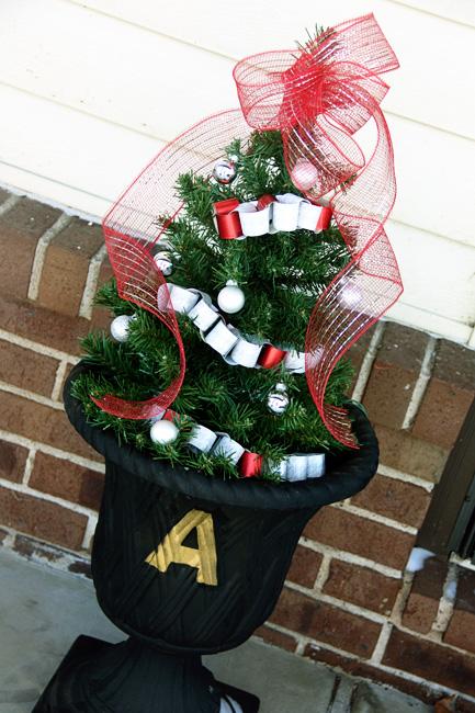 Tree-outside-in-urn