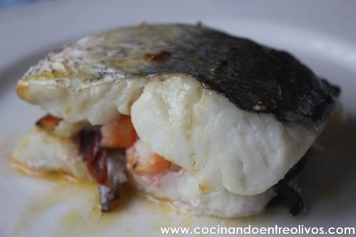 Merluza rellena de setas, langostinos y jamon www.cocinandoentreolivos (11)