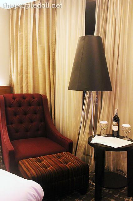 Bellevue Manila Lounge Chair
