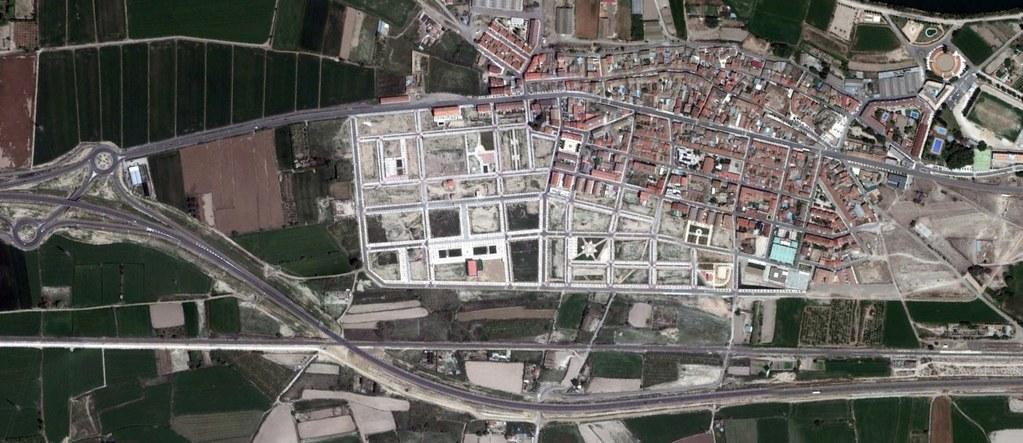 el burgo de ebro, zaragoza, the discreet charm of the bourgeoise of ebrus, después, urbanismo, planeamiento, urbano, desastre, urbanístico, construcción, rotondas, carretera