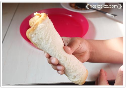 12438867803 90573a7175 o roti sardin gulung goreng untuk adik |  resepi roti Gulung Sardin