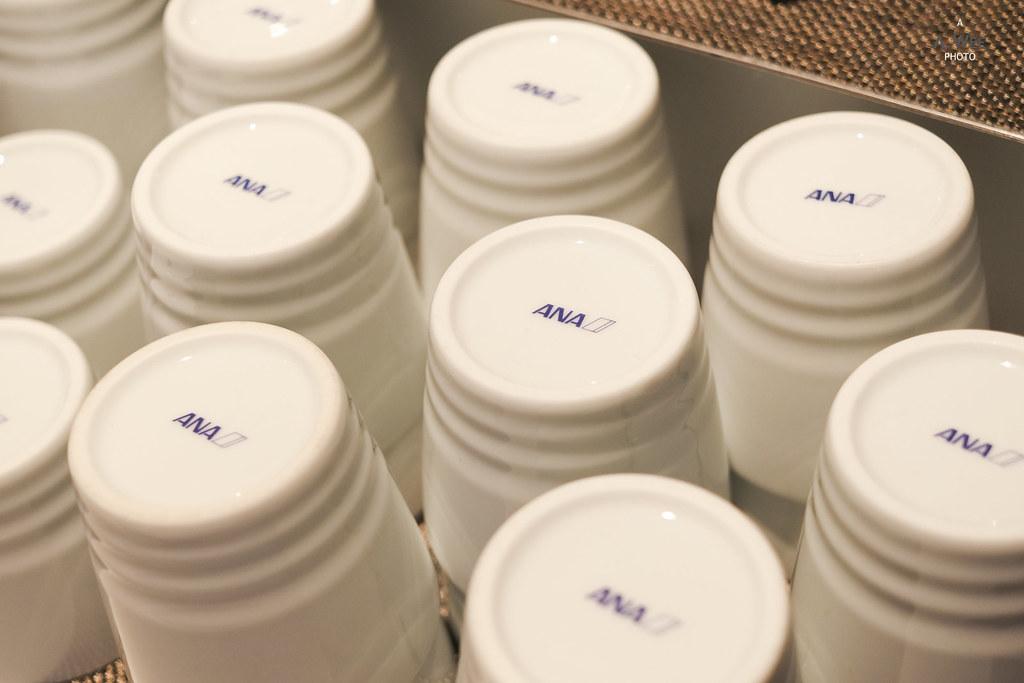 ANA logo on the cups
