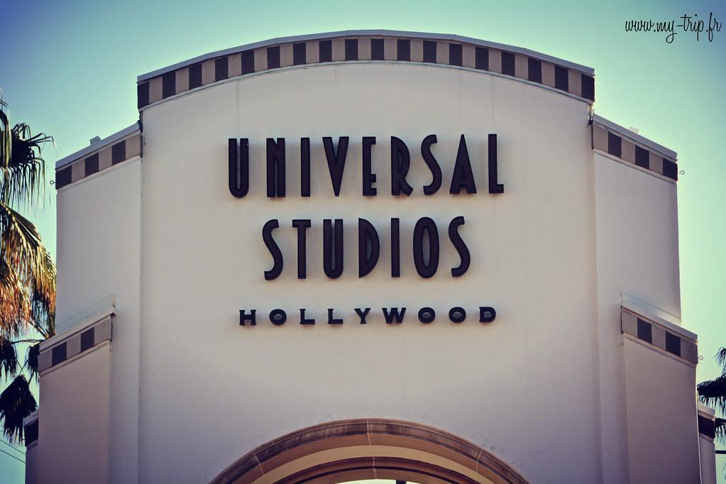 universal_studio_entrance
