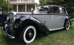 packard super eight(0.0), rolls-royce silver dawn(0.0), touring car(0.0), sedan(0.0), automobile(1.0), packard 120(1.0), rolls-royce phantom iii(1.0), vehicle(1.0), antique car(1.0), classic car(1.0), vintage car(1.0), land vehicle(1.0), luxury vehicle(1.0),