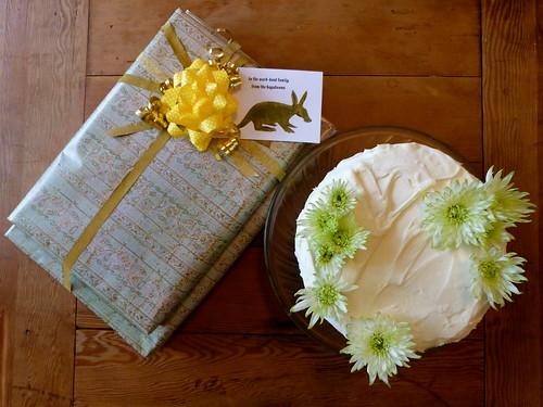 Gift, Cake