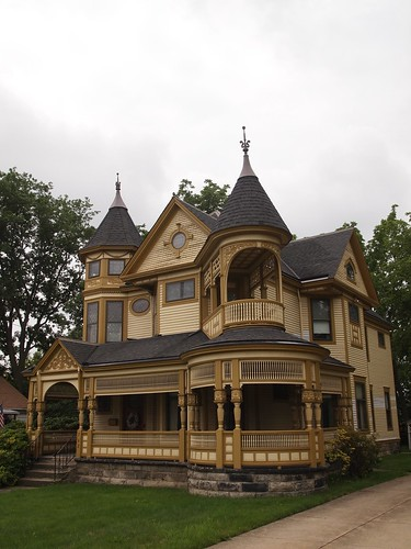 Bedford Walk - Victorian Painted Lady