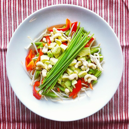 Beans week n.4: #beans #sprouts #pepper #cashew #nuts #snap #peas #chives #avocado #vegan #vegetarian #raw #salad by Salad Pride