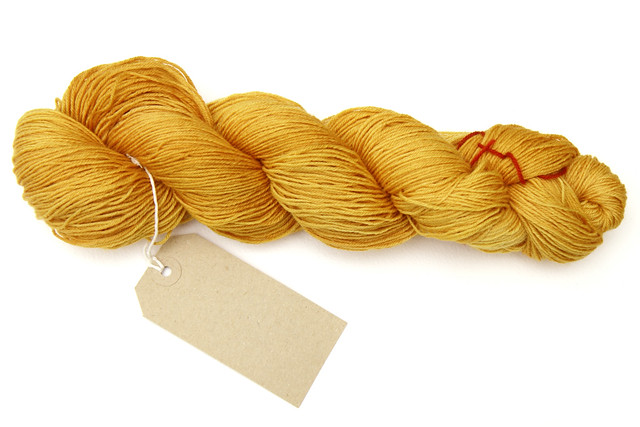 Onion skin dyed yarn