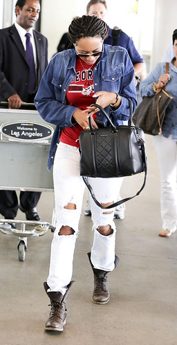 Keri Hilson at the airport looking fine as hell