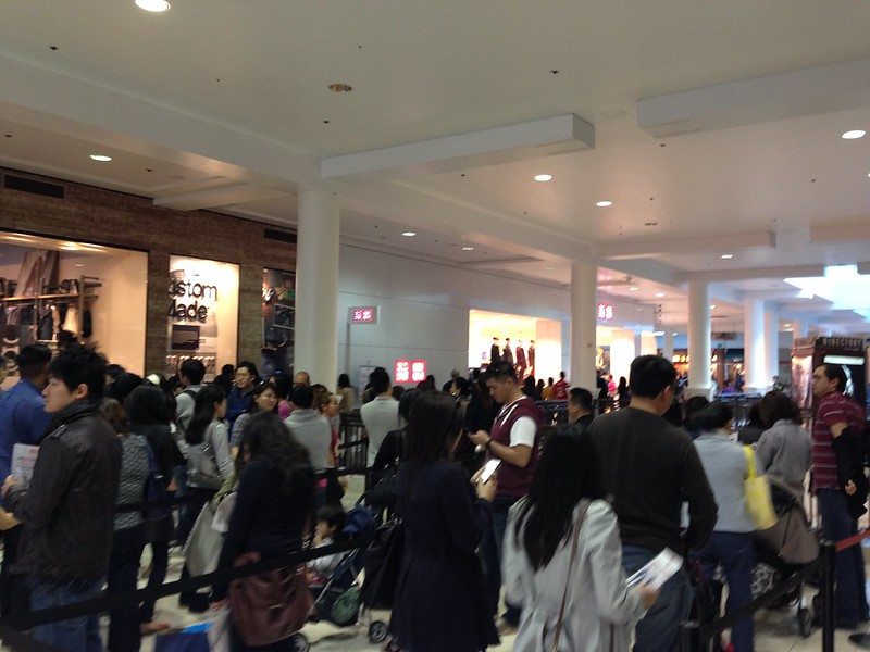Looong line at UniQlo