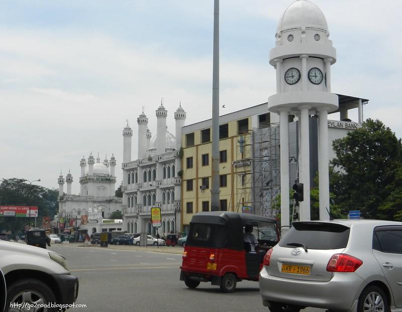 Коломбо - огромный город с пробками