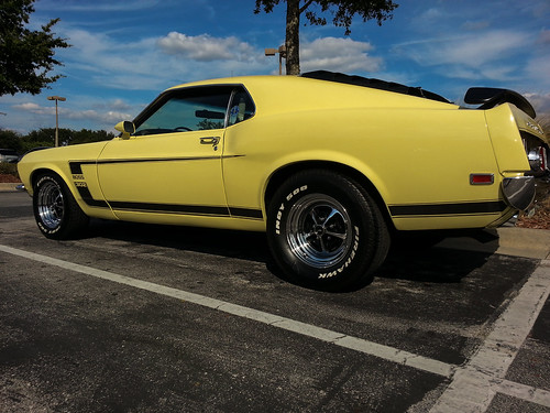 MUSTANG BOSS YELLOW