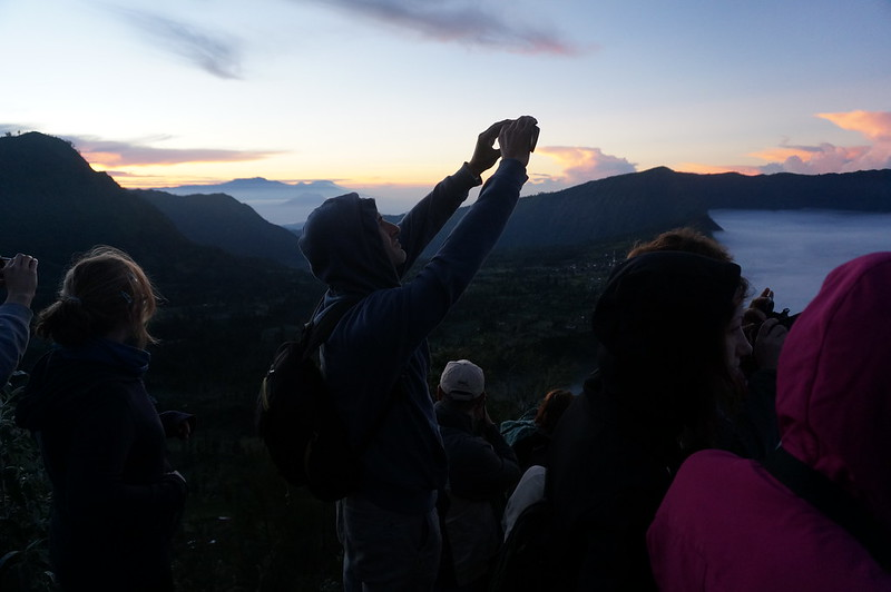 People gathering at the Mount Penanjakan viewpoint 2 to admire the sunrise view