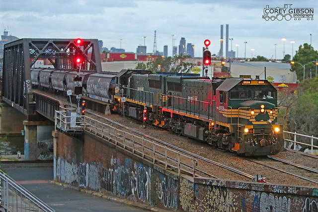 XR554 & XR552 depart Dynon with an evening empty grain service.