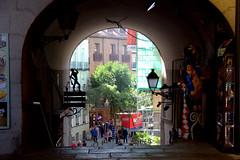 Una puerta en la Plaza Mayor