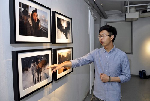 Lin Yu-Shien pekar på en snörik bild från november eller december 2012.