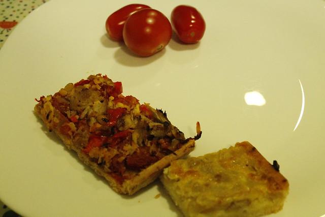 coca de tomate y coca de cebolla