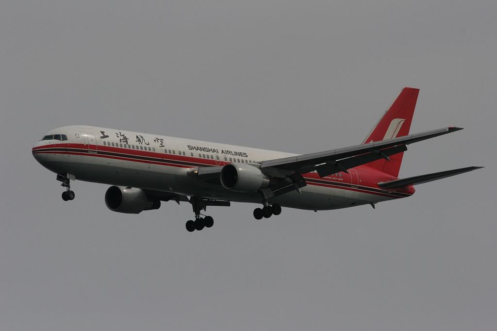 Shanghai Airlines B-2500