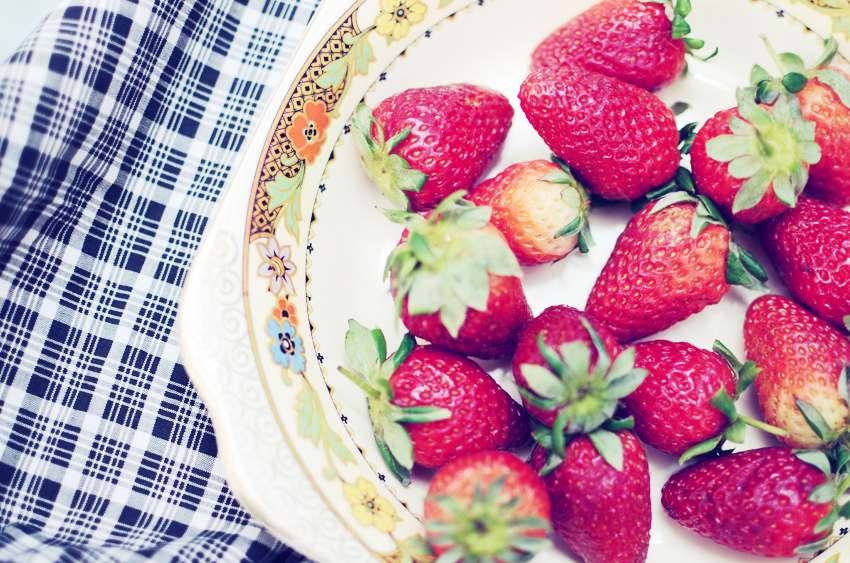 gingham-strawberries