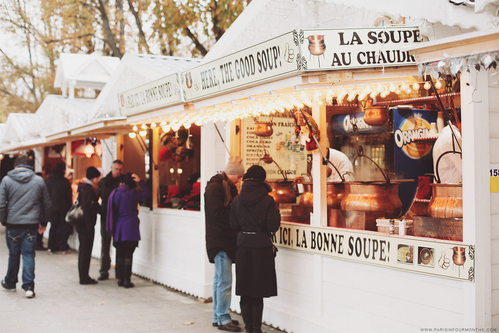 Christmas Market on Avenue des Champs-Élysées, photo by Carin Olsson of Paris in Four Months