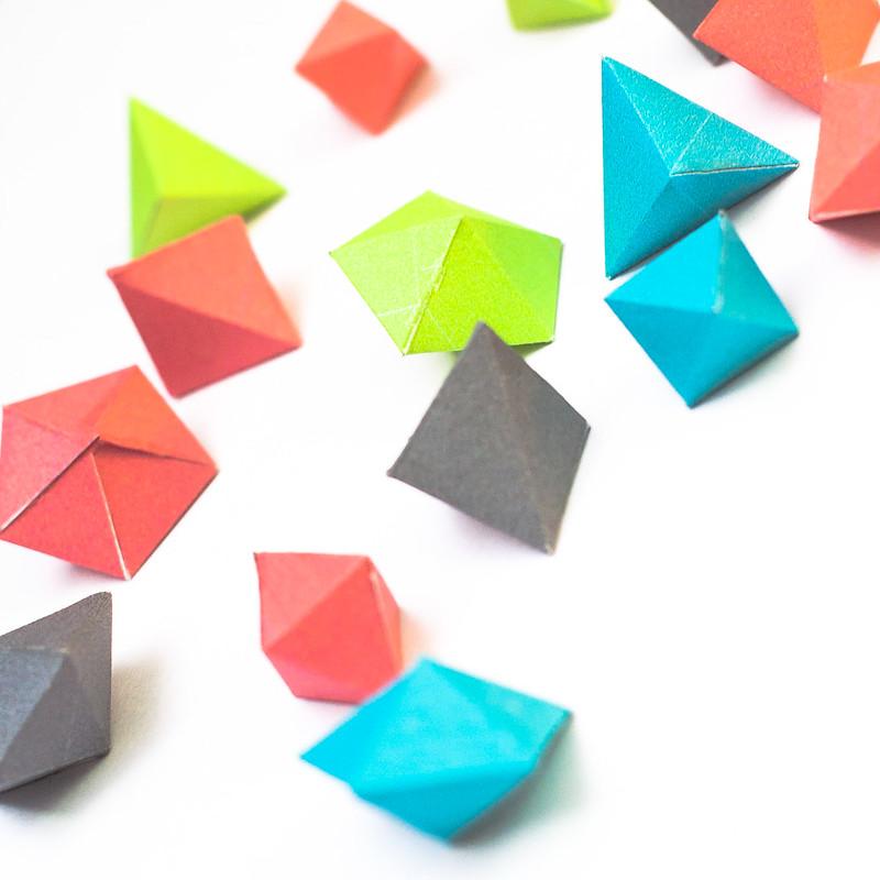 วิธีทำของเล่นโมเดลกระดาษทรงเรขาคณิต 006