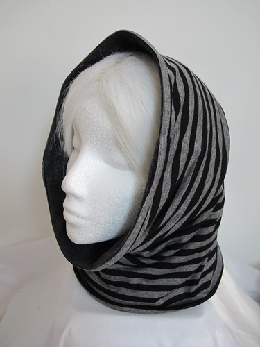 Grey & black snood