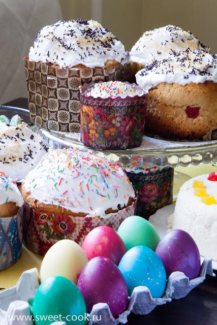 Куличи на Пасху, крашеные яйца, творожная пасха