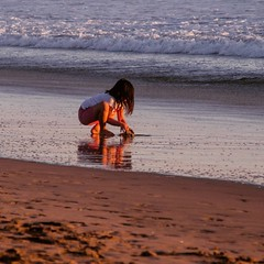 Innocence #njshooterz #eastcoastshooterz #justgoshoot #usa_greatshots #usa_photolovers #ig_excellence #ig_divineshots #huntingtonbeach #child #reflectiongram #beach #ocean #ipulledoverforthis #ig_captures #oceanlife #igersca #just_california #socal #socal