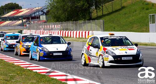 Jordi Palomeras impone su conducción en la Clio Cup
